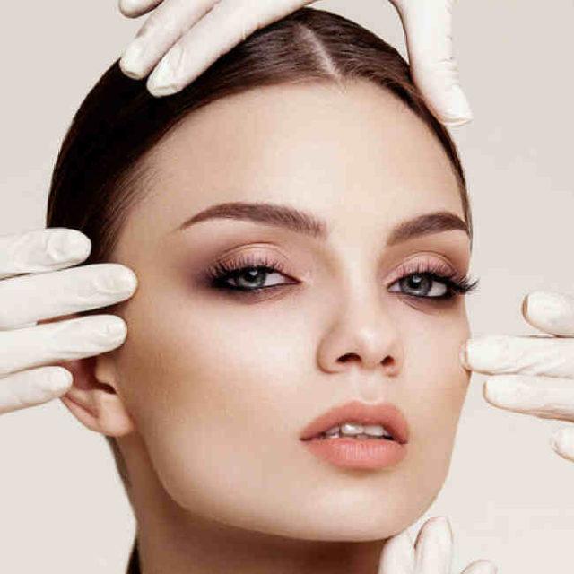 Dermapen is an advanced non-invasive treatment for skin lift.